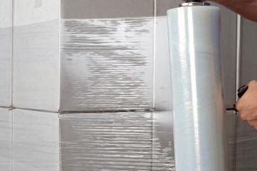 Использование стрейч-пленки для упаковки грузов