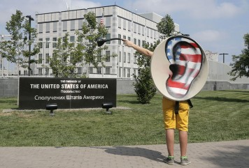 слежка США